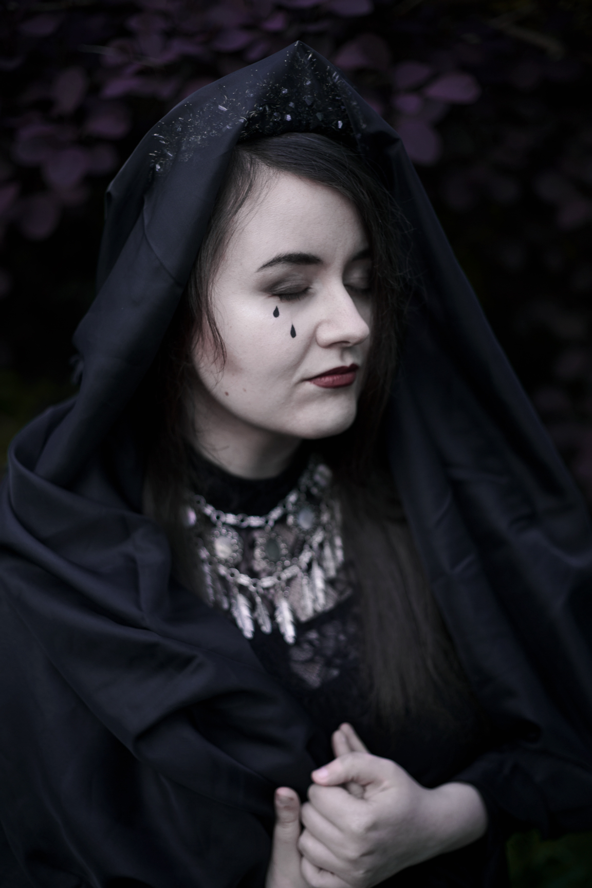 mourning4web.jpg
