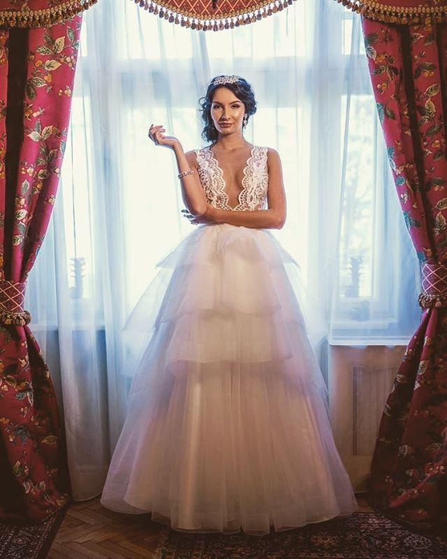 Delicate perfection. Our Camelia wedding dress ♥️ . . . #ido #sayyes #weddingdress #princessweddingdress #weddingdressstyles  #fashionbylaina #deepcleavage  #layers