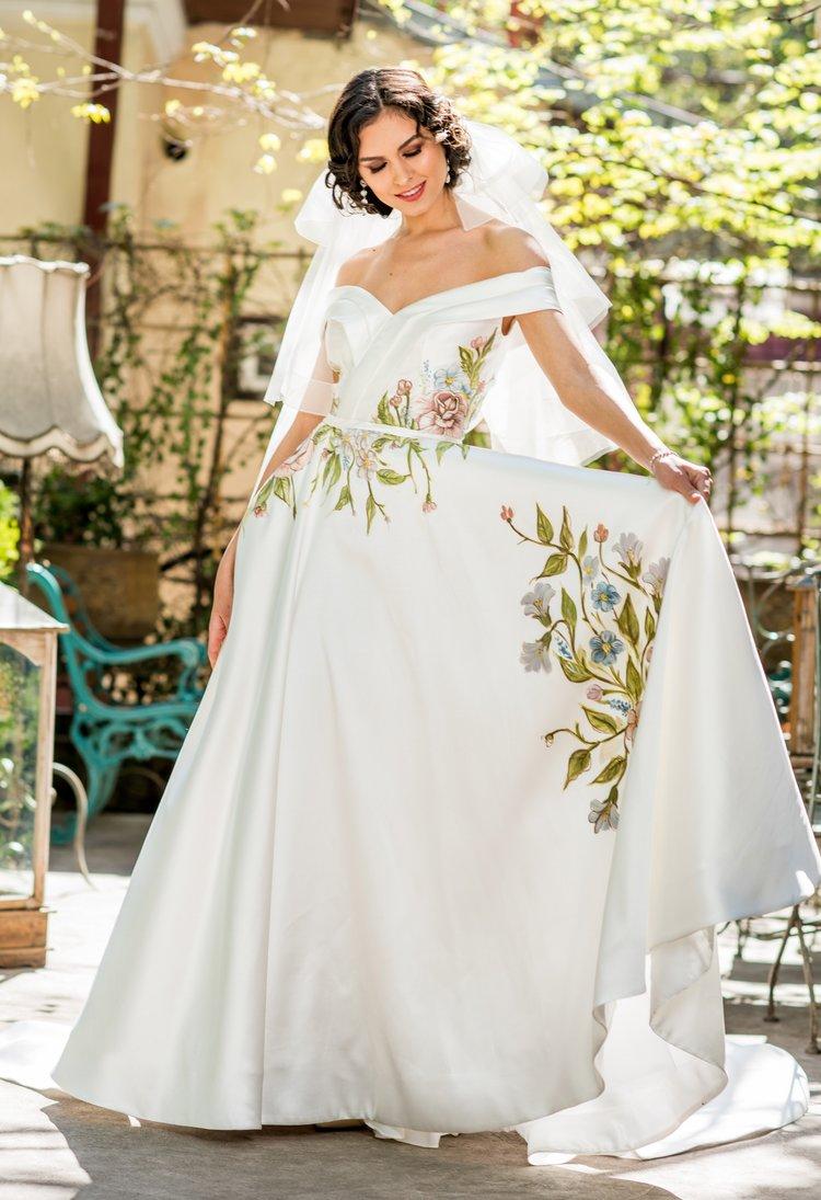 Jardin , beautiful off-shoulder A-line wedding dress with handmade flower pattern.