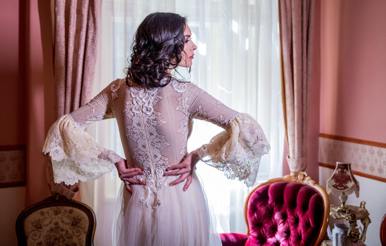 Pivoine  features the most delicate floral lace