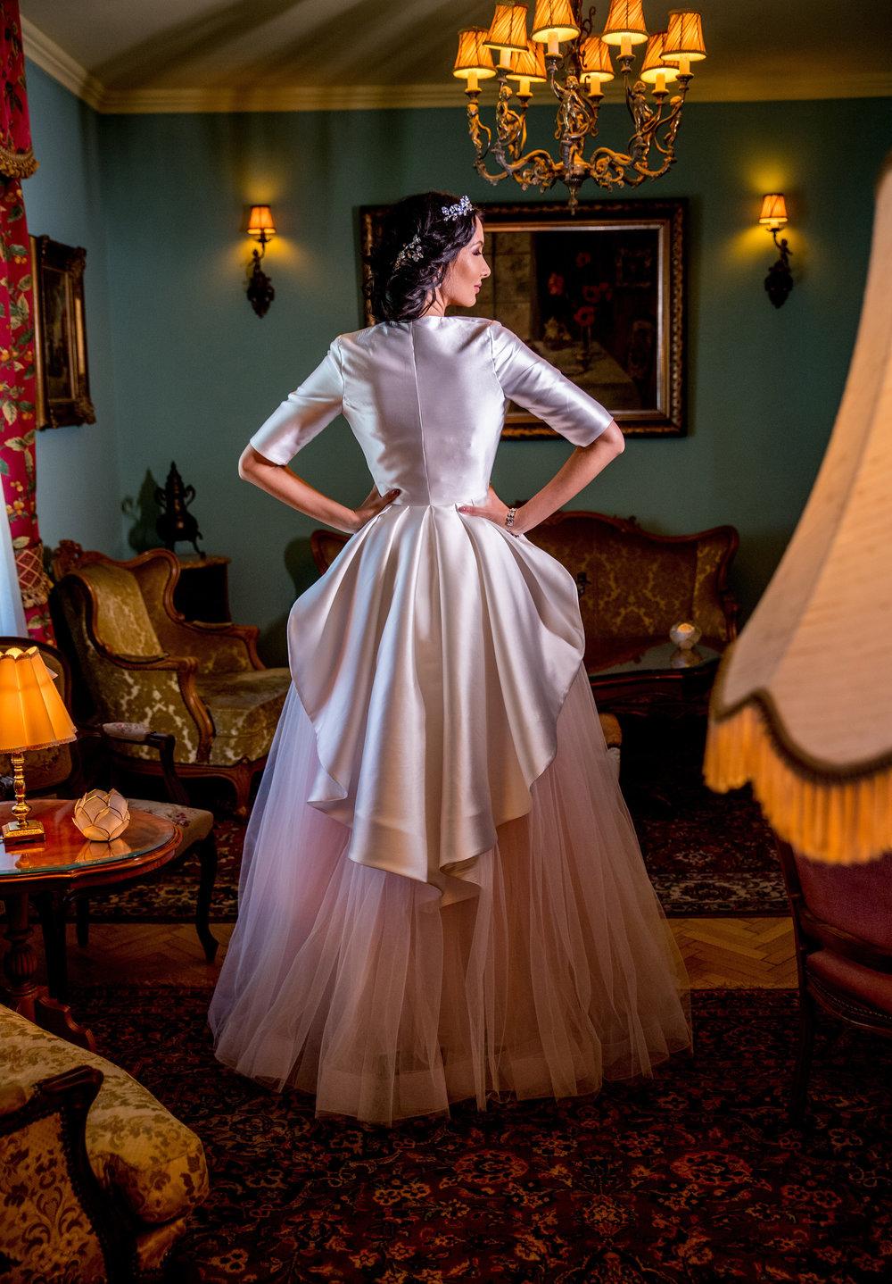 2018+Wedding+dress+Fashion+by+Laina+-+style+Balsamine-4.jpg