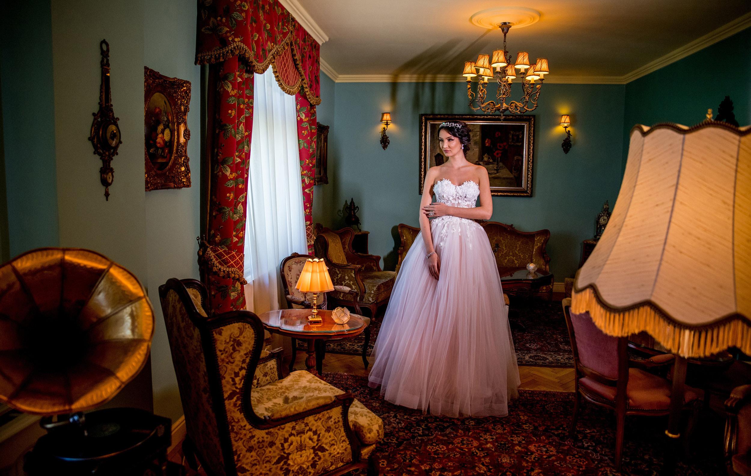 2018+Wedding+dress+Fashion+by+Laina+-+style+Balsamine-3.jpg
