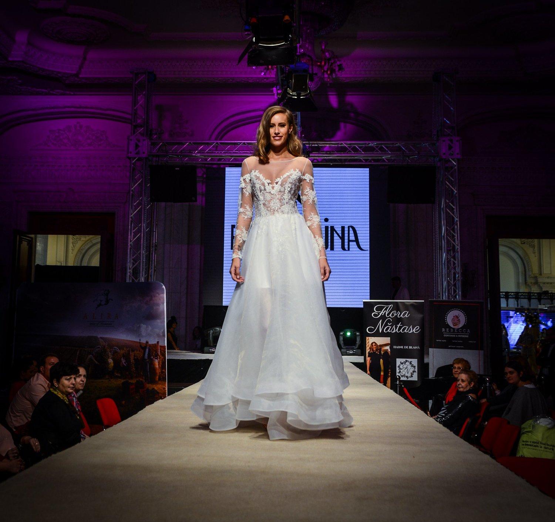 Ana 2019 wedding dress by Fashion by Laina - See more at www.fashionbylaina.eu