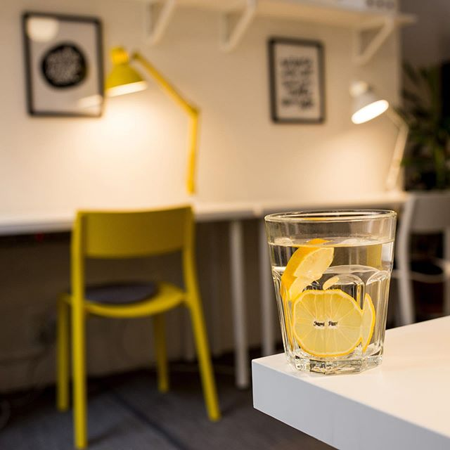 Did you know that the yellow color (among other things) stands for - freshness, happiness, positivity, energy, optimism, enlightenment and joy? All these words also describe the atmosphere at Box Space very well. 🍋☀️💛😎 #yellow #staypositive #boxspacemalmo