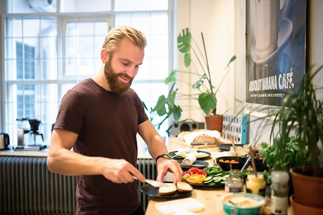 "Do you like breakfast as much as Vebjørn does? 😊🥐☕️Once a month we gather our members to chat over a coffee and some fresh bread with spreads. Btw did you know that the Swedish word for sandwich is ""smörgås"" and literally means ""butter goose""?! If you want to join us next time, send an email to inbox@boxspacemalmo.com #breakfast #coworkingmalmo #boxspacemalmo"