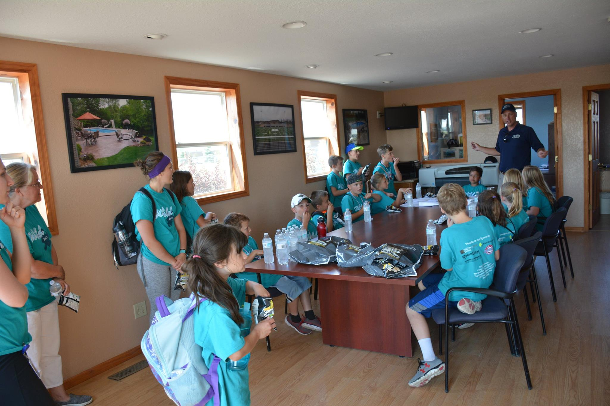 Steve Mueller talking to the kids when they first arrived for their tour at the J & S office.