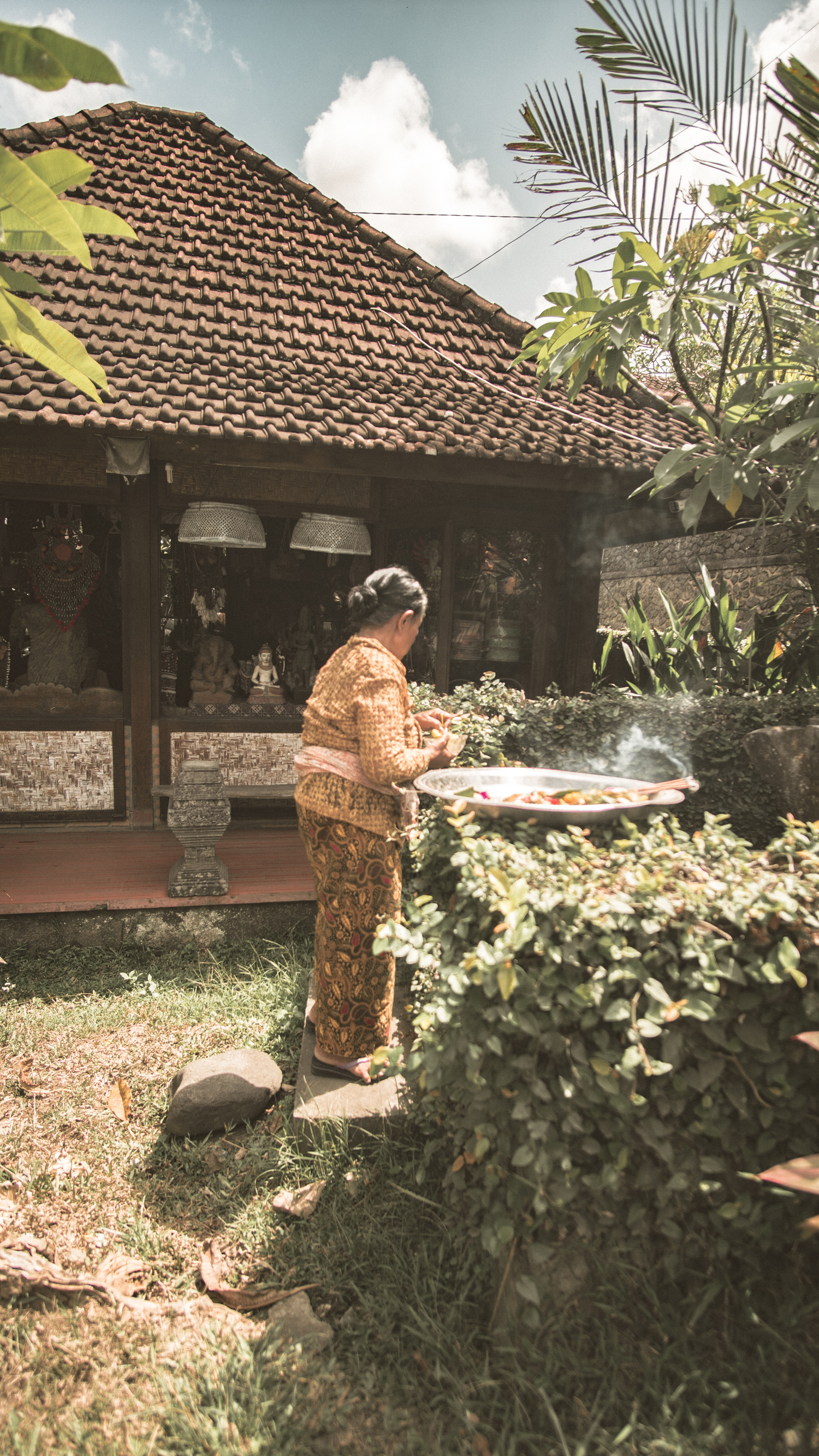 flearound-bali-offerings.jpg