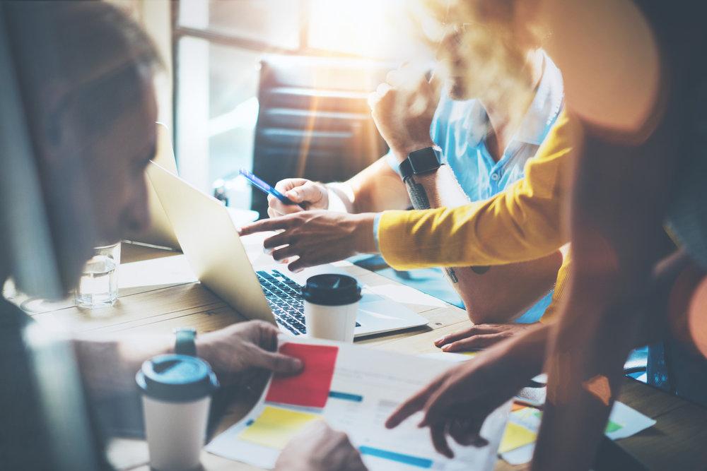 2. Keyword Analyse - Wie suchen Ihre potentiellen Kundinnen und Kunden?Die Keyword-Analyse hilft Ihnen zu verstehen, welche Suchanfragen für Sie relevant sind und wie Ihre Website optimiert werden soll.