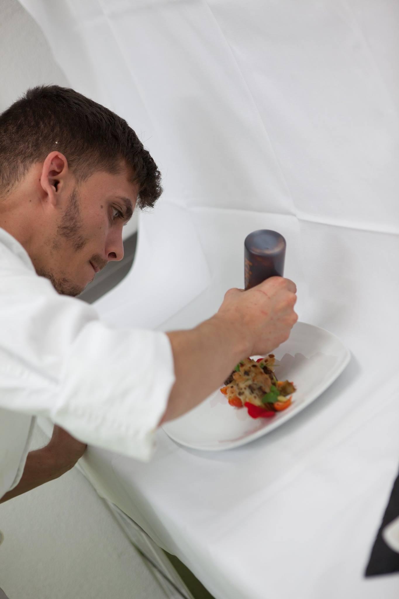 - Bio-Restaurant, fair und regional.Das Bio-Restaurant Landhof ist ein Betrieb von sinnenvoll. Sinnenvoll hilft Menschen, die es schwer haben, auf dem freien Arbeitsmarkt einen Ausbildungsplatz zu finden.Täglich werden frische Menüs mit regionalem Bio-Milch, -Gemüse, -Früchte, -Fische und -Fleisch zubereitet. Die Weine sind ausschliesslich in Bioqualität, das Bio-Bier von «Unser Bier» und der Eistee hausgemacht.Ihr Motto: «Es liegt uns fern ein steifes Gourmet-Restaurant zu sein oder zu werden, sondern ein Ort, wo Gastronomie als Ausdruck zwangloser Lebensfreude gelebt wird.»