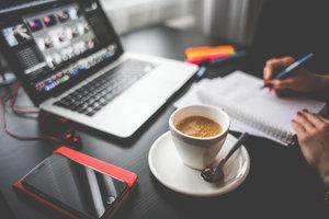 4. Überprüfen und Optimieren - Die Veränderungen und Positionierungen werden konstant überprüft und ihre Website in regelmässigen Abständen optimiert (sowohl on-page als auch off-page).