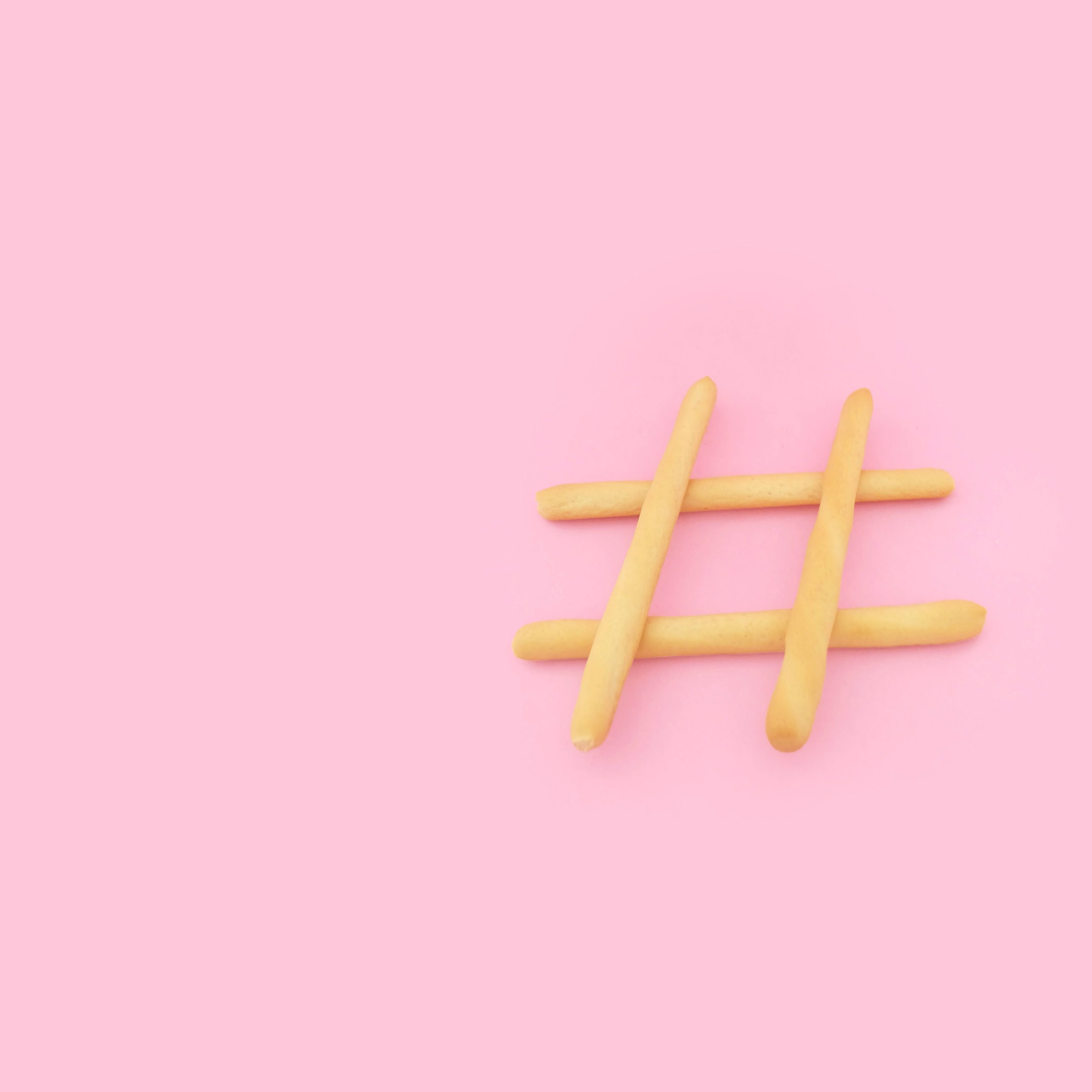 - ☑ Bildrelevante Hashtags (damit das Bild von genau den Leuten gefunden wird, die nach Ihrem Thema suchen)☑ Erfinden Sie spezifische Hashtags für Ihr Produkt – z.B. Produktnamen☑ Setzen Sie die Hashtags als ersten Kommentar, da dies schöner und seriöser wirkt☑ Benutzen Sie keine Spam-Hashtags, die zeigen, dass Sie nur hinter Likes her sind (wie #tagforlikes...)