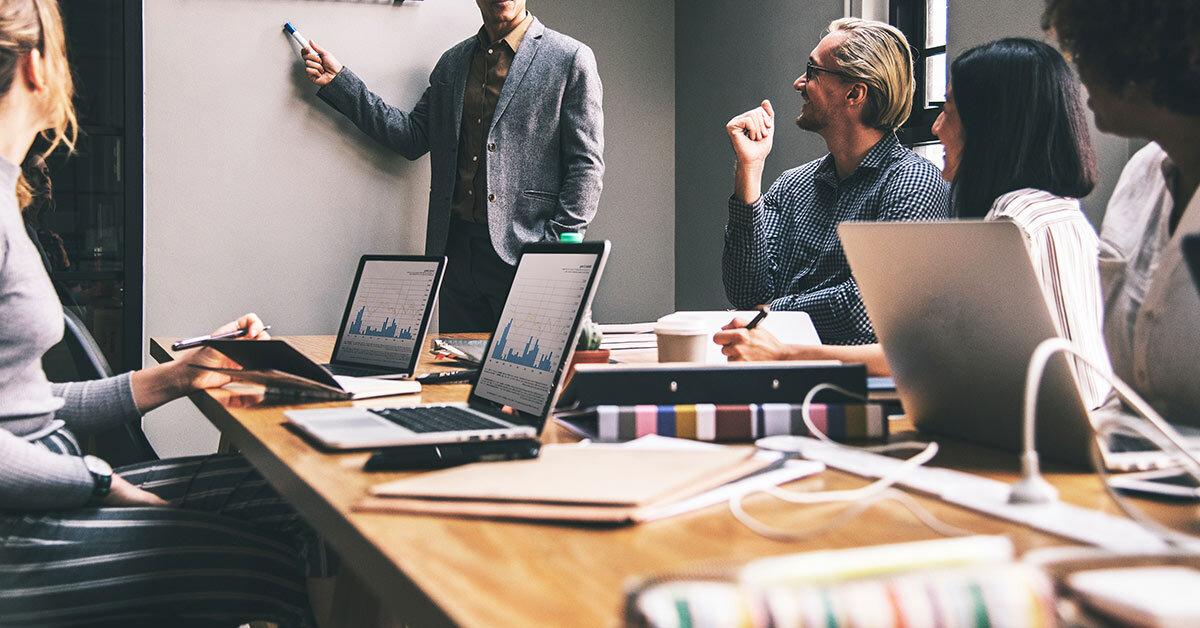 Konzeption - Wir entwickeln eine Google Ads-Kampagne (Search, Display, Shopping), die auf Ihren Marketing-Zielen beruht, identifizieren relevante Keywords und definieren die ideale Zielgruppe.