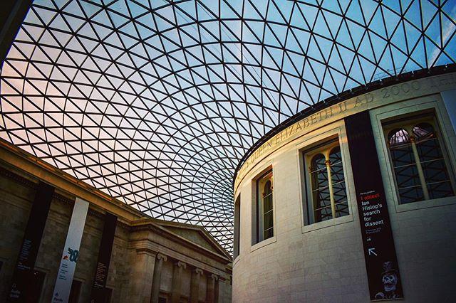 The Reading Room at the British Museum 📚📚📚 #travel #photography #travelphotography #elizabethcree #kevinputs #markcampbell #london #readingroom #bookstagram #books #britishmuseum #operaphiladelphia #england #london #londonphoto