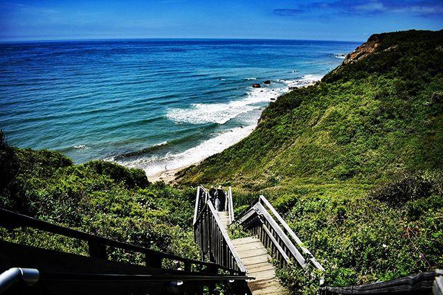 🌊🌊🌊 #travel #photography #travel #rhodeisland #rhodeisland_igers #hiddenbeach #beach #waves #trees #bluewater #bluesky