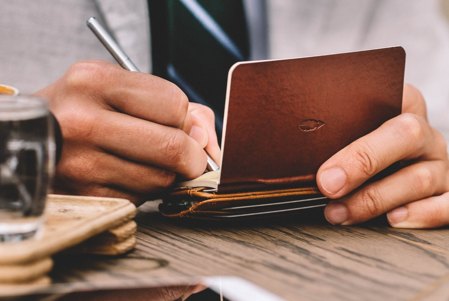 The Inscribe Wallet. Notebook, pen, cash & cards all in 1 luxury piece.