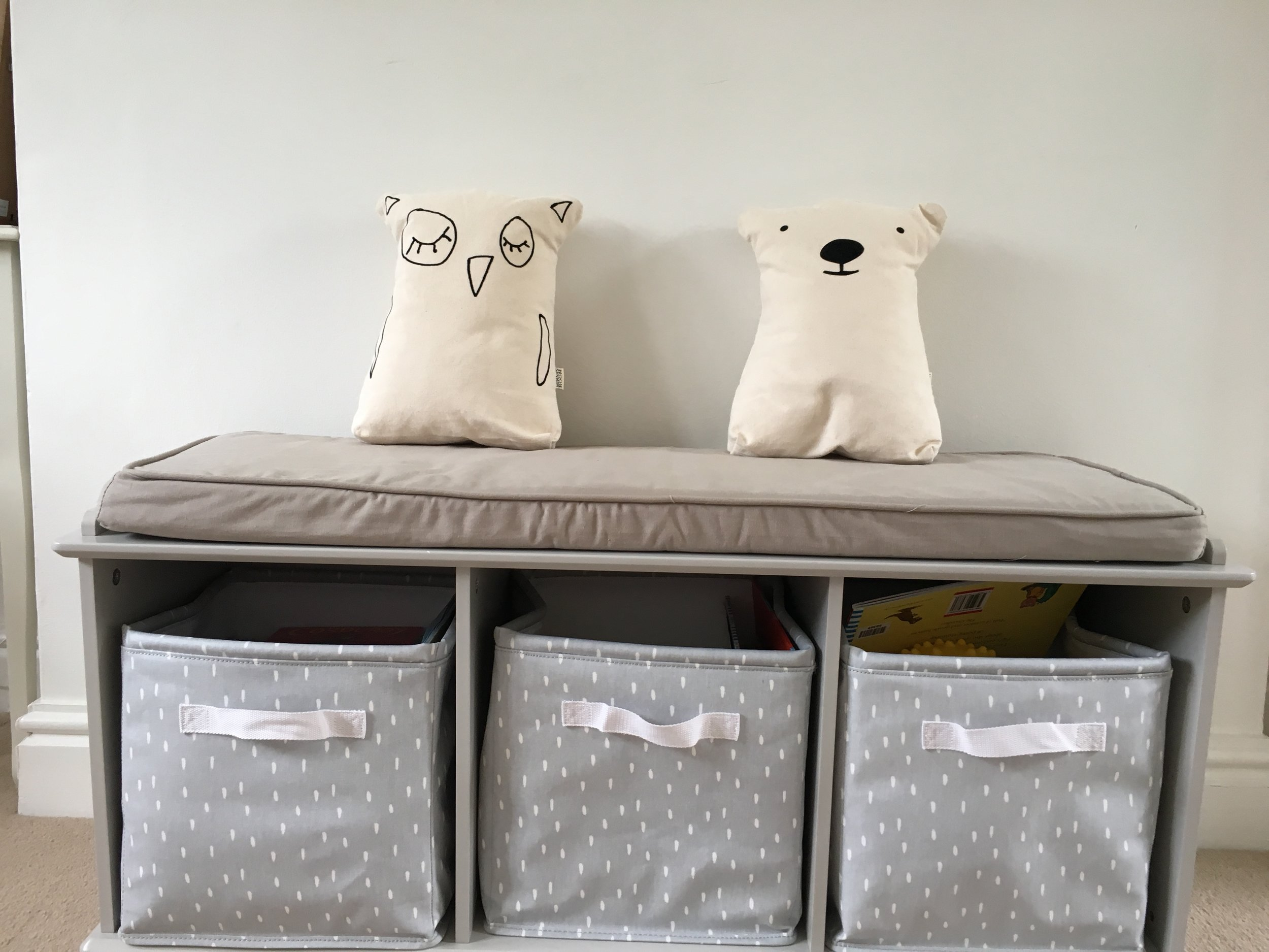 I wanted somewhere to store ruperts books and toys without it looking messy so Dominique suggested this fabulous storage bench!