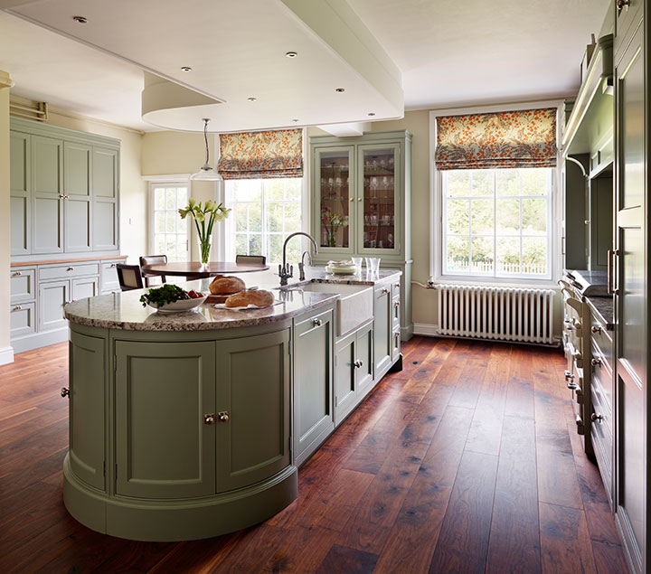 Classic Fallowfield features quintessentially English elements for a timeless kitchen.
