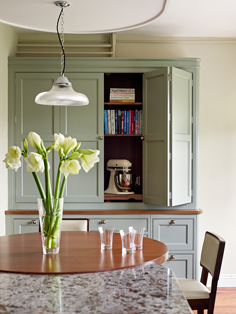 a fitted dresser with chrome knobs is the very essence of shaker styling…