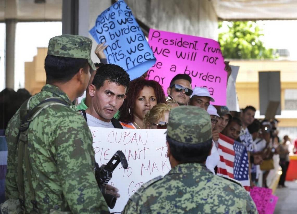 Más de 1,300 inmigrantes cubanos están detenidos en EEUU - El Nuevo Herald   July 28, 2017