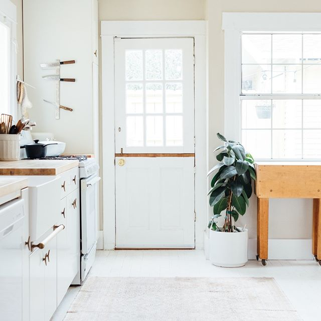 More homes need Dutch Doors. 🙌 if you agree!  wingardrealty.com  #atlantarealestate #atlantarealestateagent #discoveratl #homesforsale #dreamhome #kitchensofinsta #kitchensofig #dutchdoor #hygge #southernhomes