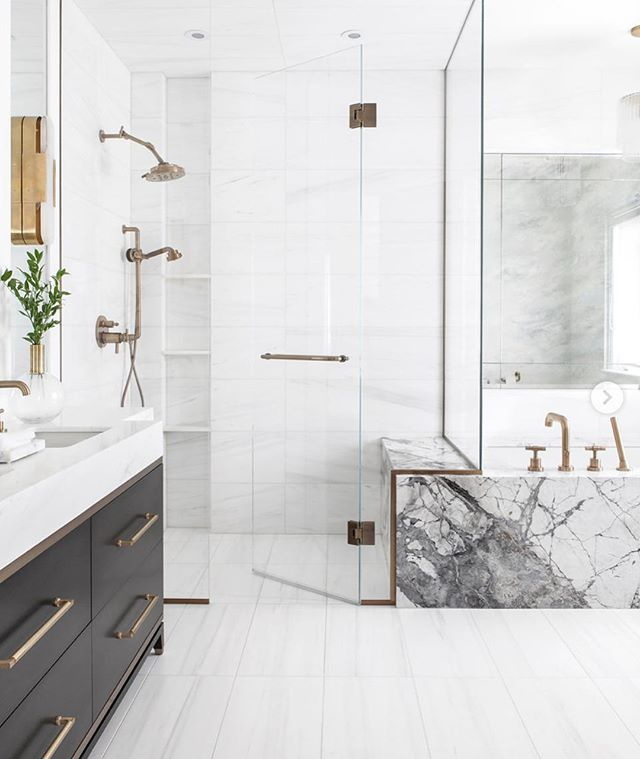 Mixing marble in a bathroom. Thoughts?  Bathroom by @deliamamanninteriors photo @kielyramosphoto  building @platformbuildinggroup • • • #atlanta #discoveratl #architecture #interiorinspo #interiorinspiration #interiors #herringbone #theworldofinteriors #design #homedesign #adstyle #interiorinspiration #interiors #homedesign #bathroominspo #bathroomsofinsta #bathroomdesign #marble