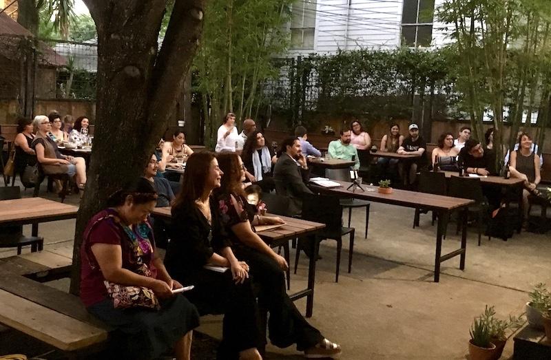 Lectura y micrófono abierto para celebrar la escritura creativa en español
