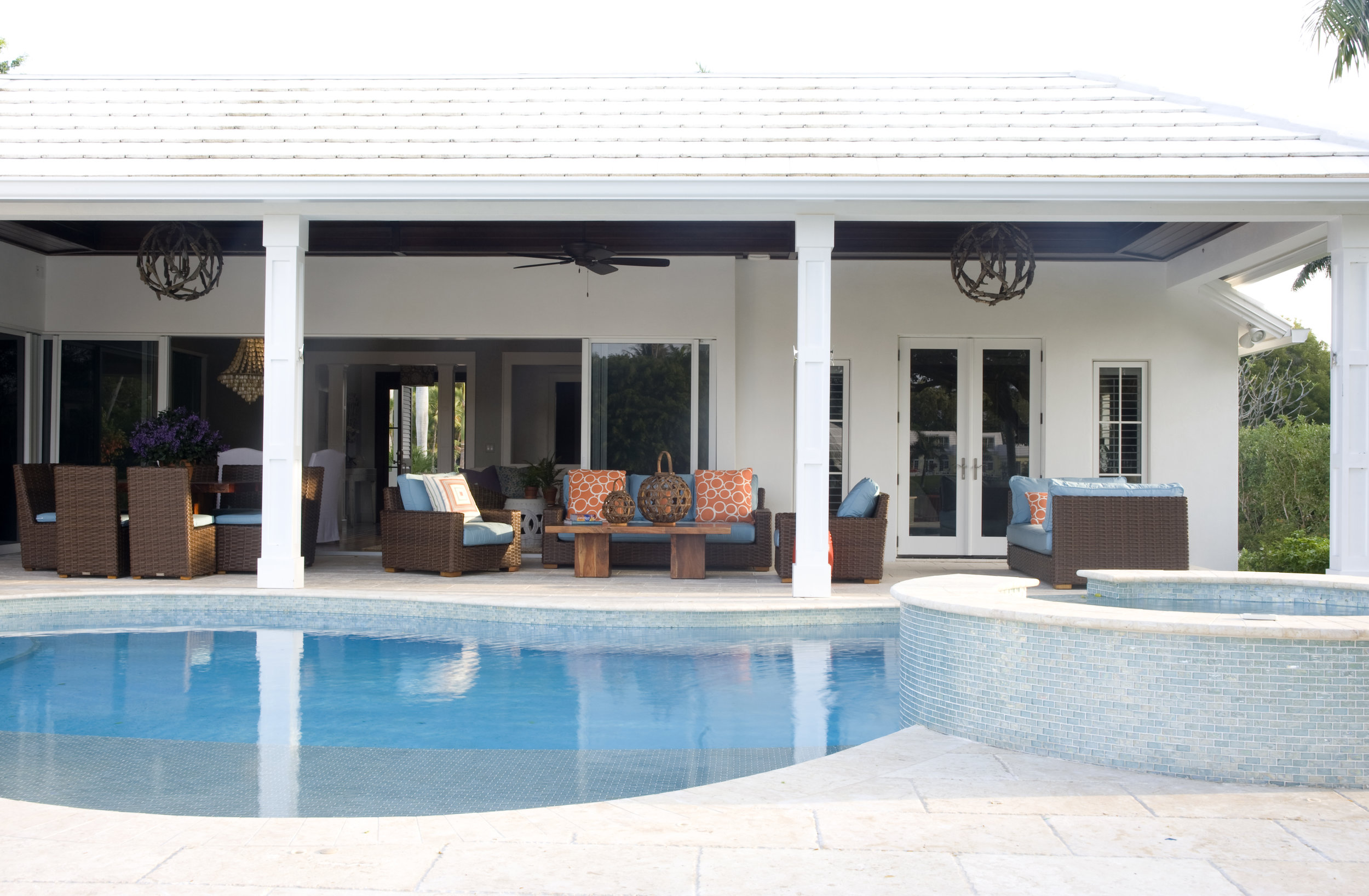 exterior patio and pool297.jpg