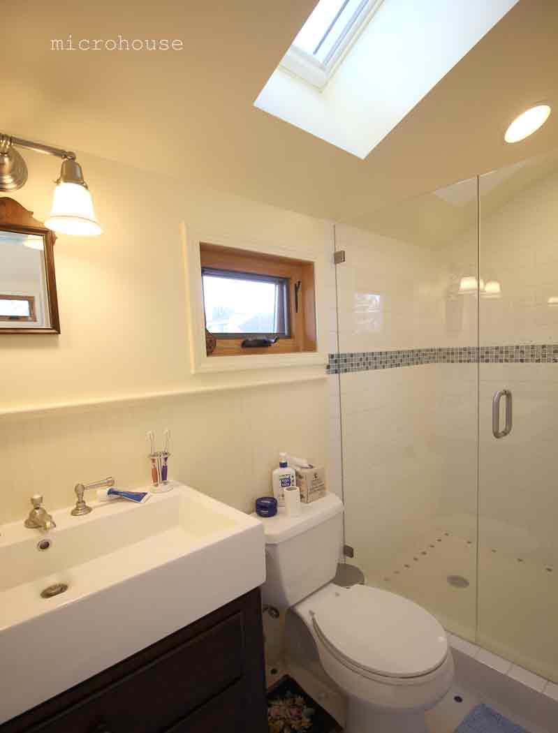 ballard-cottage-bath-1-sm.jpg