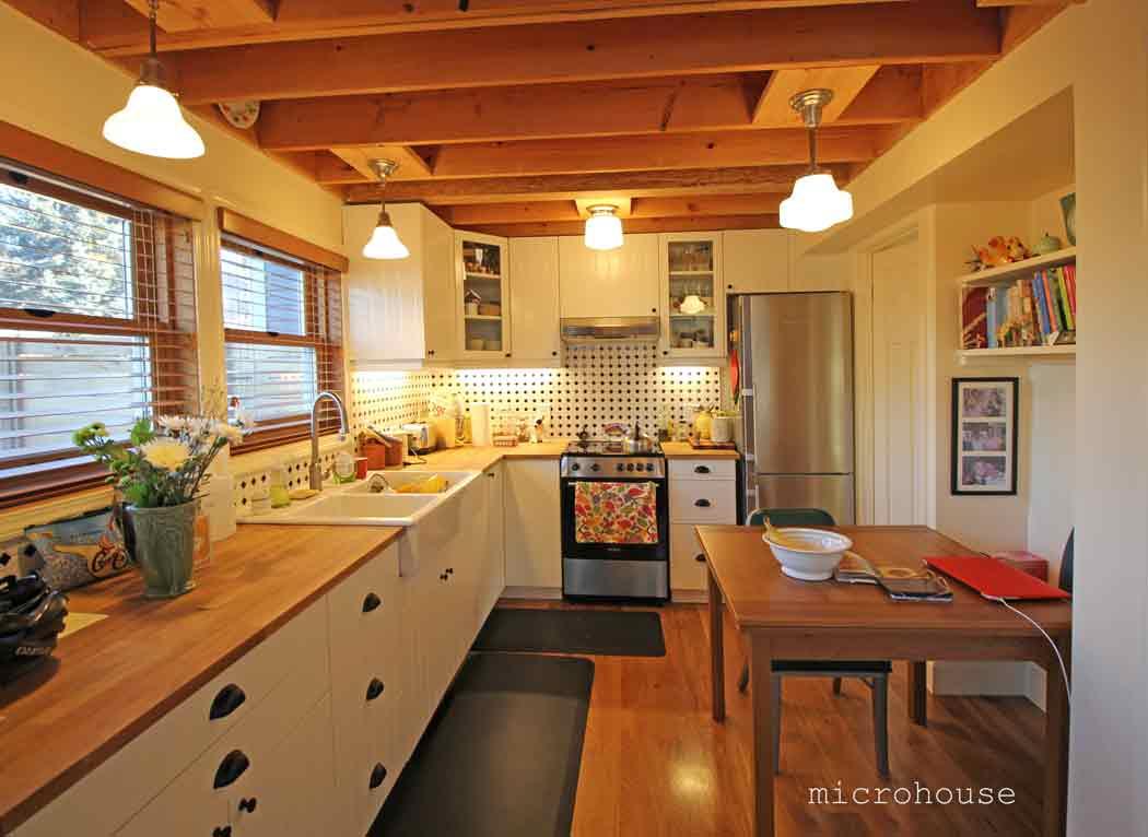 ballard-cottage-kitchen-sm.jpg