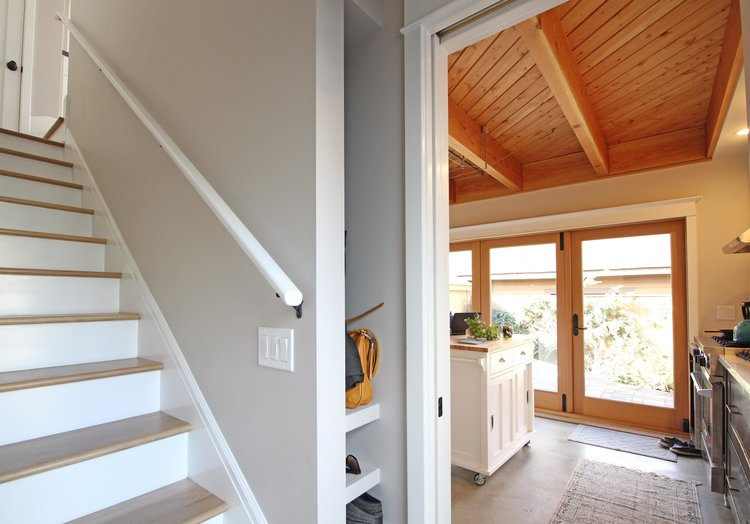A door located at the bottom of the stairs allows for the two floors to be used independently.