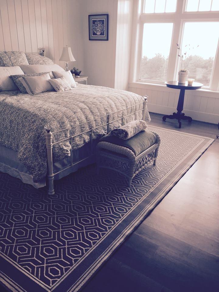 Custom border area rug