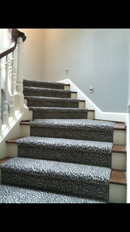 Stair runner with serging