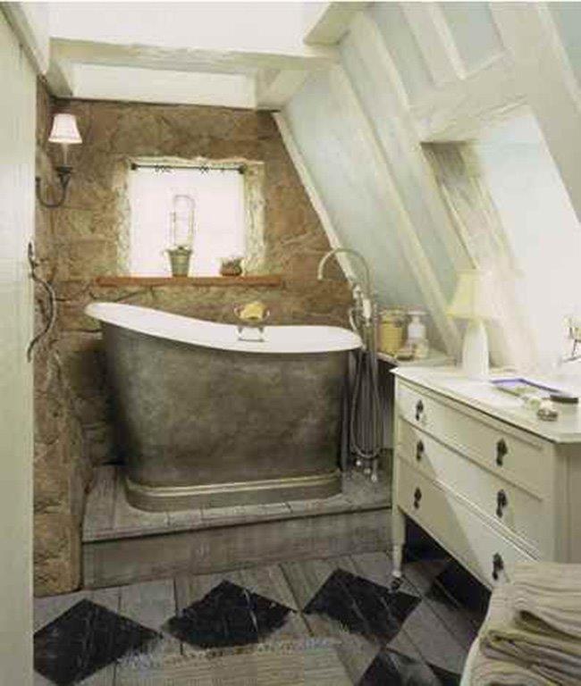 Bathroom with tin tub.jpg