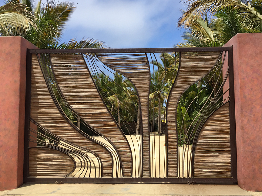 palm_orchard_gate.jpg