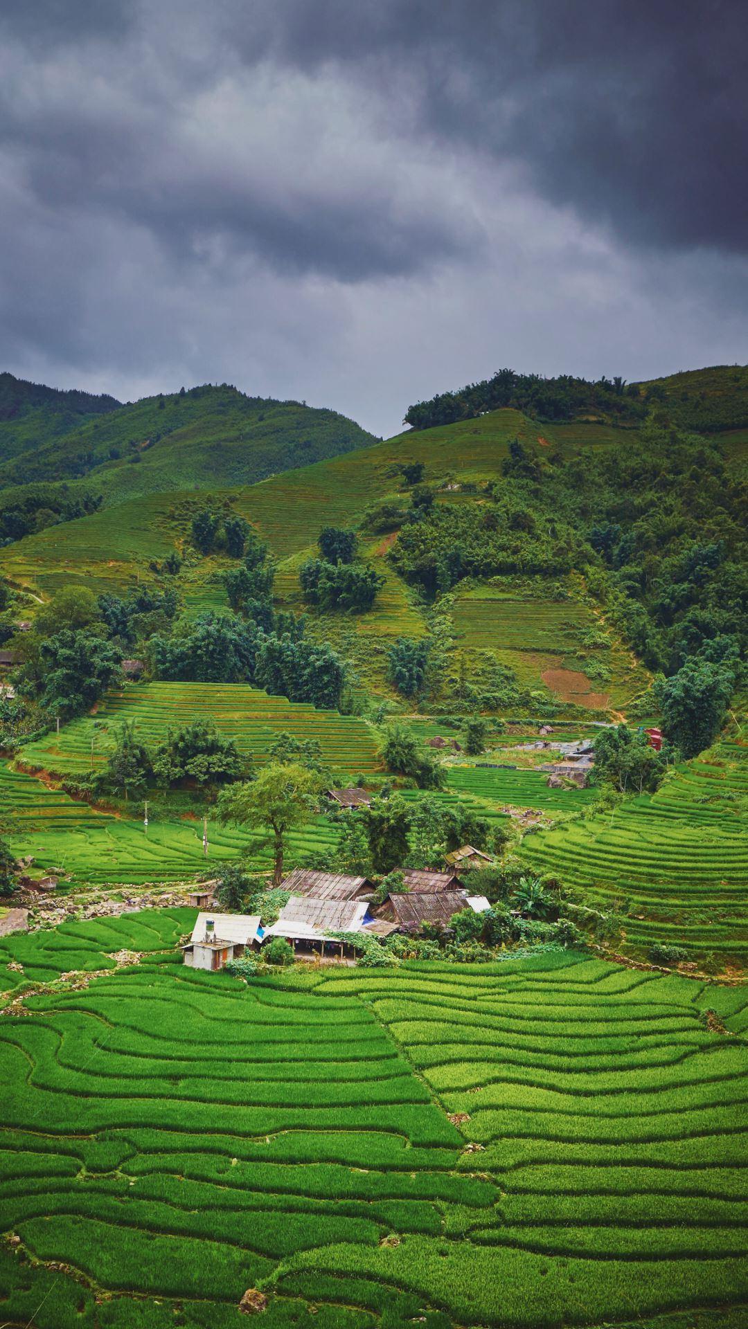 Wallpaper iPhone travel photography Vietnam green mountains rice fields storm
