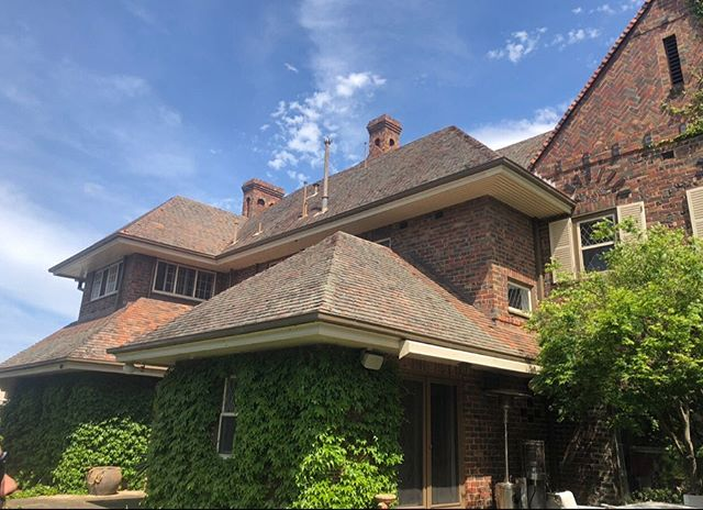 We have recently completed the demolition stage of our Heyington Rd project and will be commencing the Basement works very shortly! Exciting times! . . #anthonylarneconstructions #alconstructions #jolsonarchitects #toorak #renovation #extension #basementconstruction #heritagehome #heritageoverlay #customhome #suspendedpool #tenniscourt #architecture #design #detail #restoration #deslargroup #toorakbuilder #luxuryhomes #melbourne