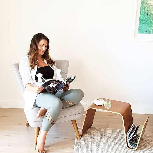 PUMP & CHILL⠀ ⠀ This is how relaxing it can be to pump hands free. To be honest you probably forget that you even are pumping 🙈⠀ ⠀ Buy your own MAMMA pump & bra combo from our website for only $249 👊🏼🍼⠀