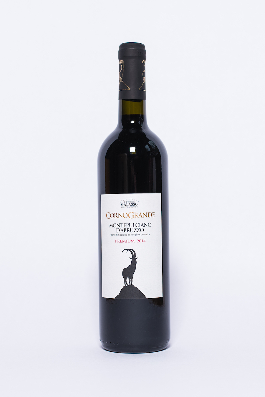 Corno Grande Montepulciano D'Abruzzo 2014    Producer:   Cantine Galasso    Region:  Abruzzo  Grapes:  Montepulciano  Nose:  Intense red fruit aroma with evidence of plum and sour black cherry  Taste:  Soft and refined, slightly tannic persistence