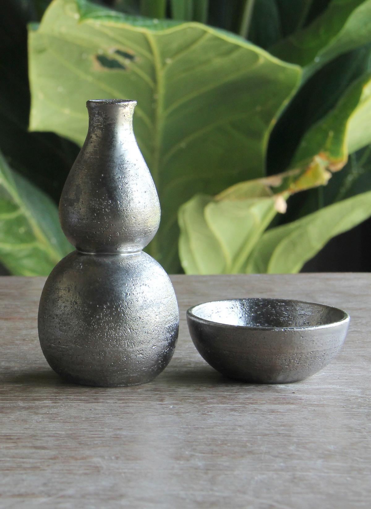 set of soya bottle and 2 pcs soya bowl platinum.jpg