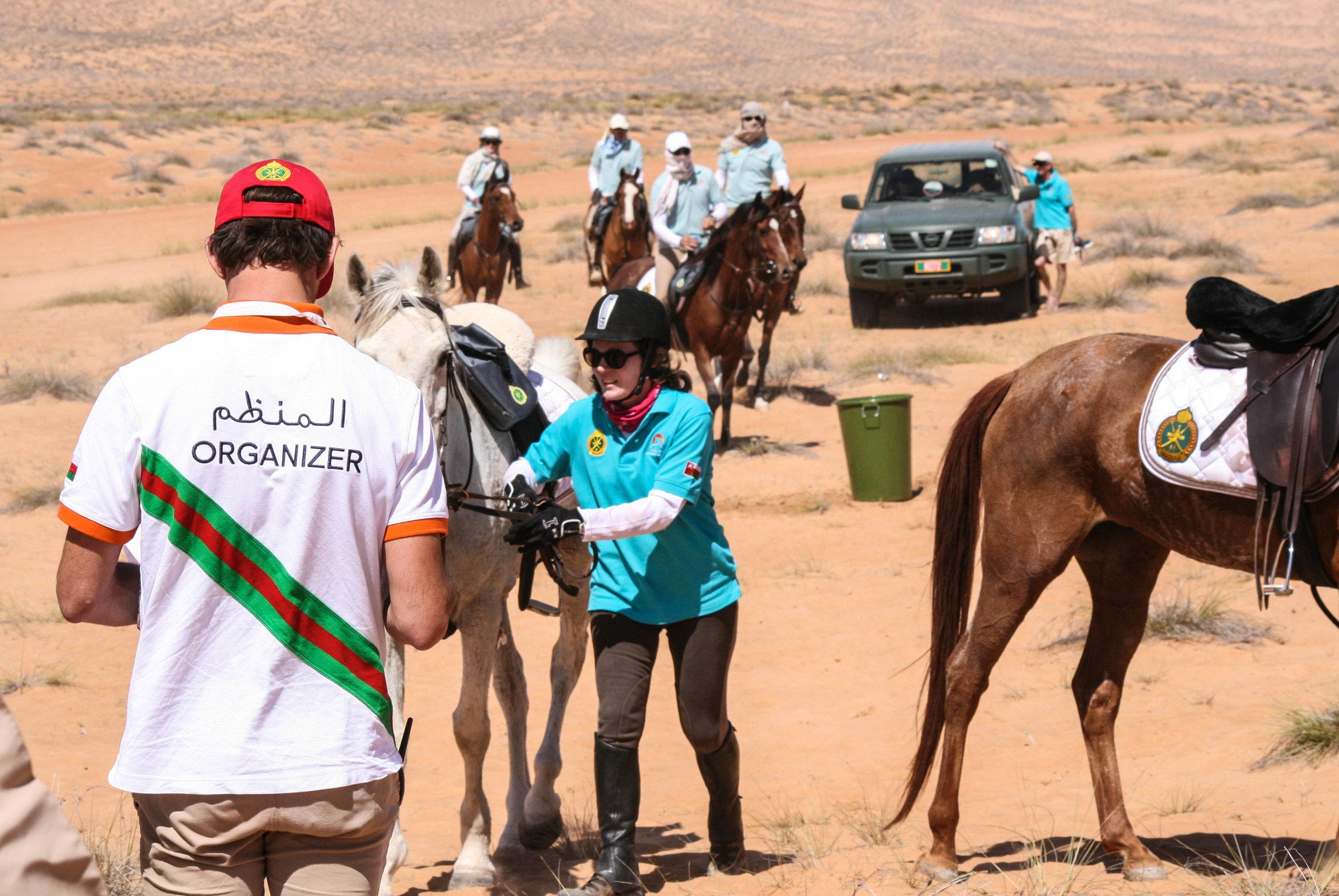 ....Contrôle vétérinaire durant l'étape..Veterinary check-point on the way....