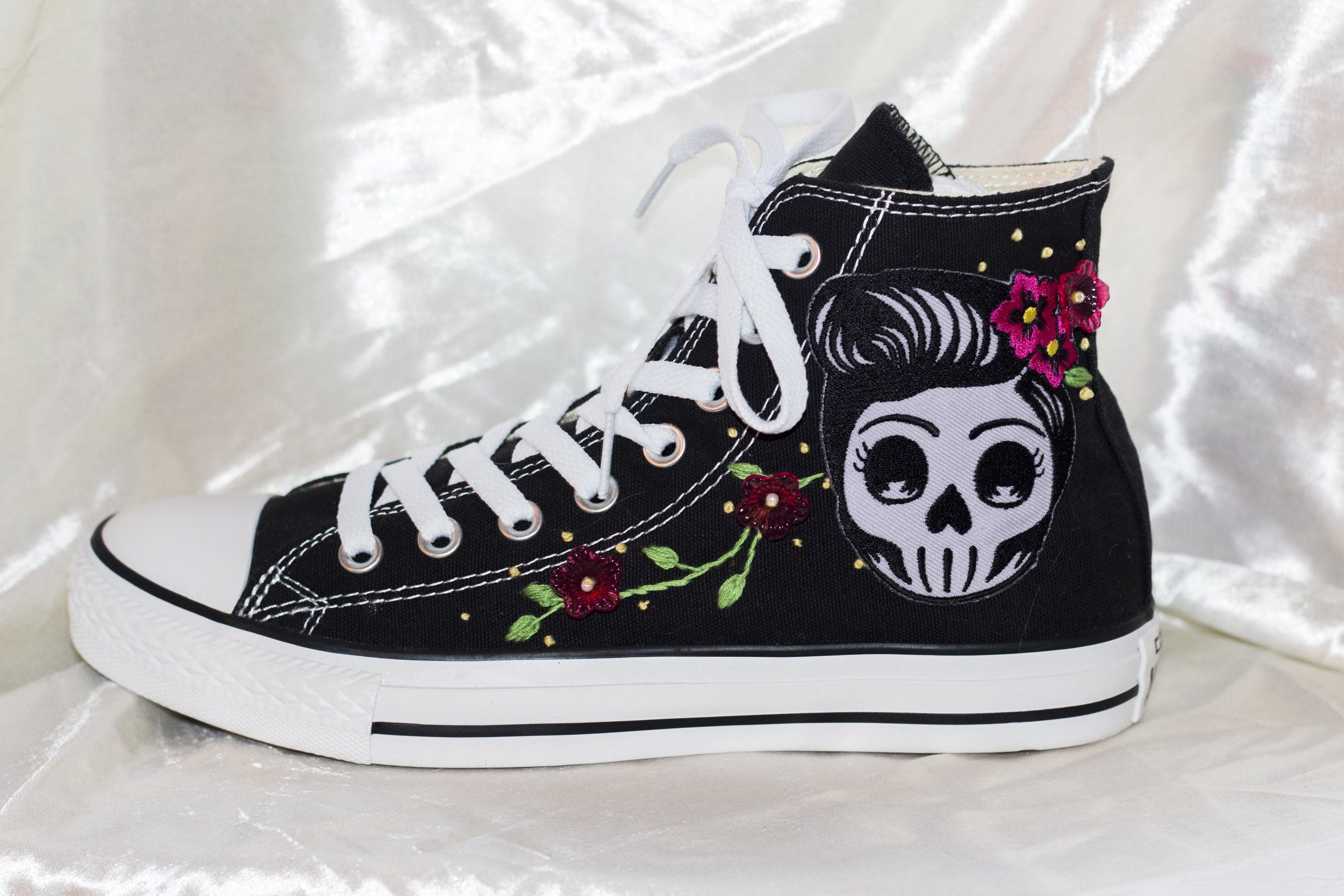 Mama Coco - Skulls and flowers, the perfect mix.
