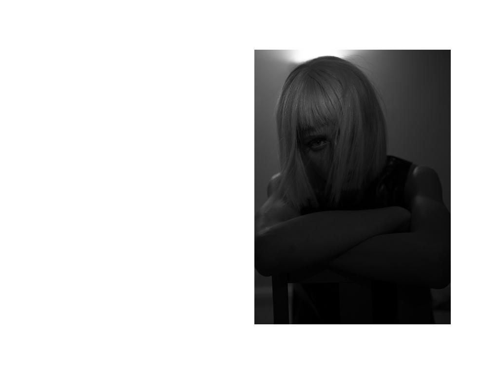 Lune_Kuipers_Off_Black.006.jpeg