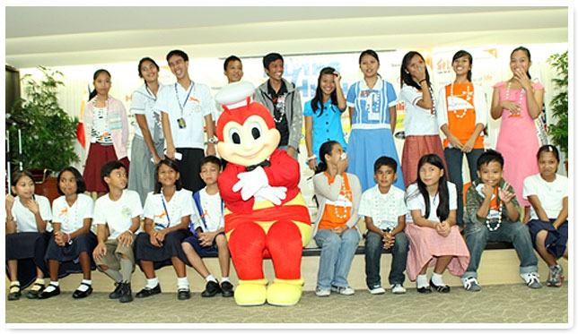 Jollibee joins 20 selected World Vision scholars from Luzon, Visayas, and Mindanao who graduated with highest honors in their batch.
