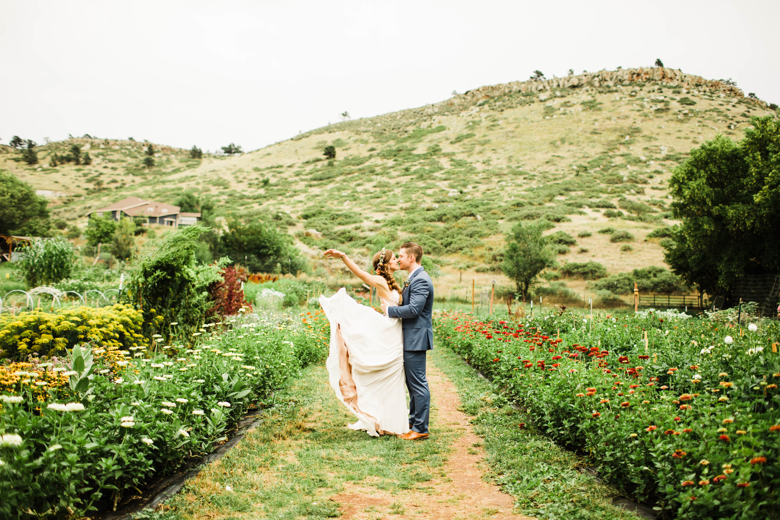 The Lyons Farmette wedding in summer | Adventure wedding photographers in Colorado