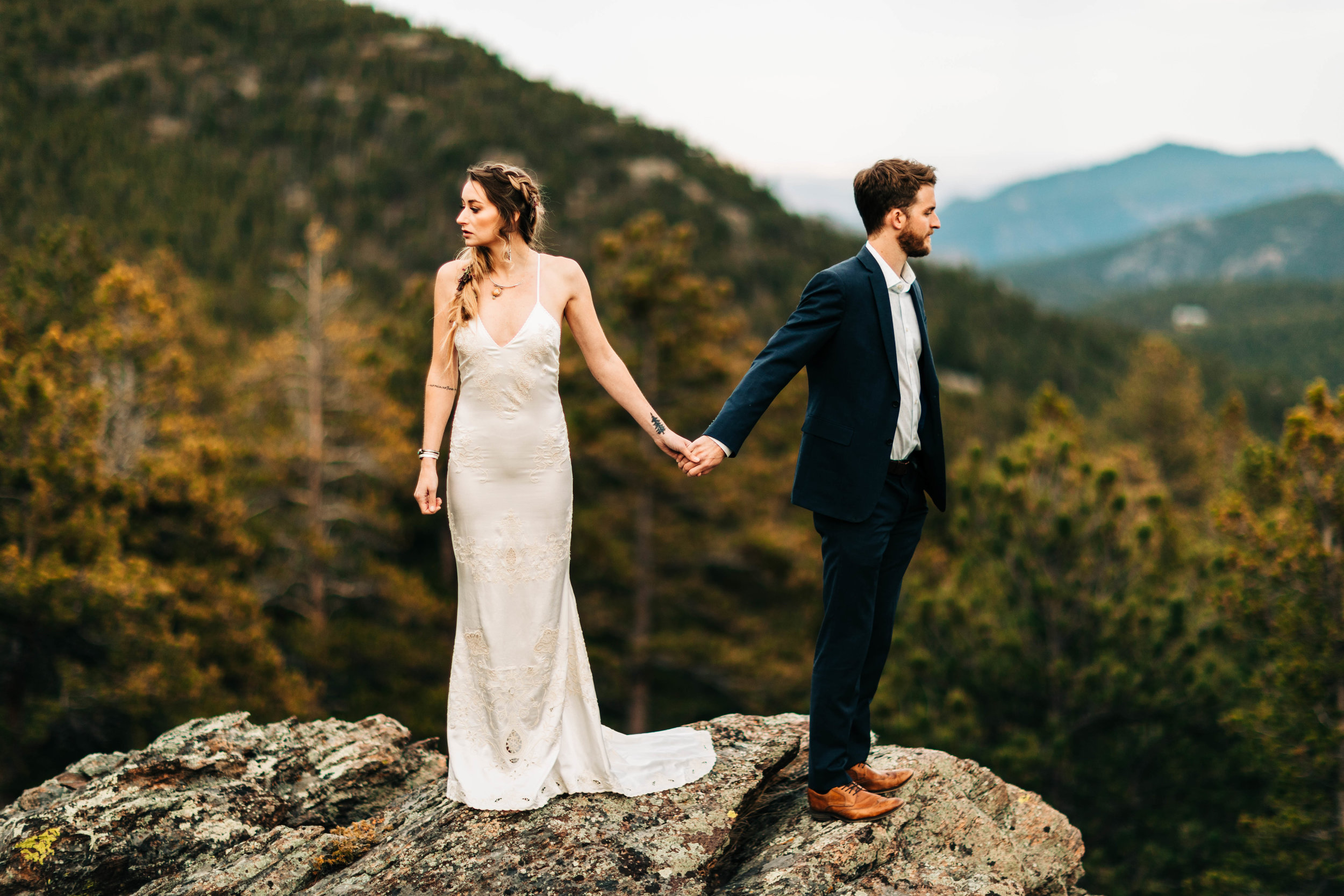 Colorado elopement photos on the edge of a cliff | adventure elopement photographers
