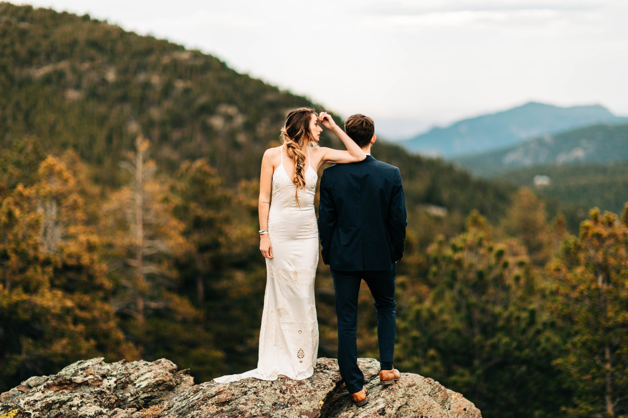Colorado elopement photos on the edge of a cliff | best adventure elopement photographers