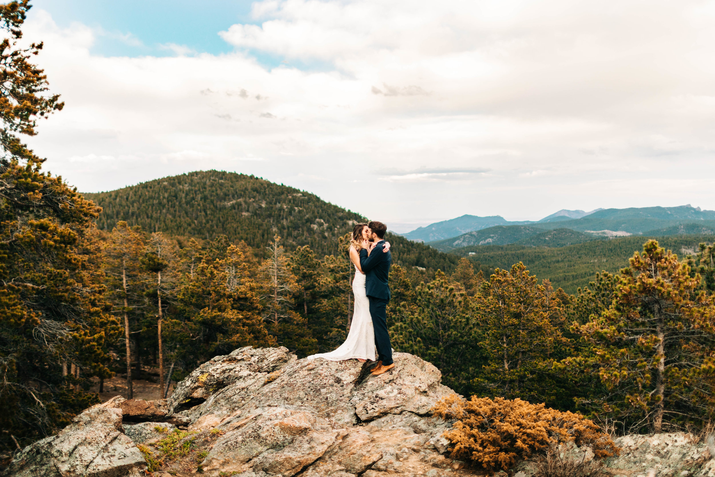 epic Colorado elopement photos on the edge of a mountain | Rocky Mountain elopement photographers