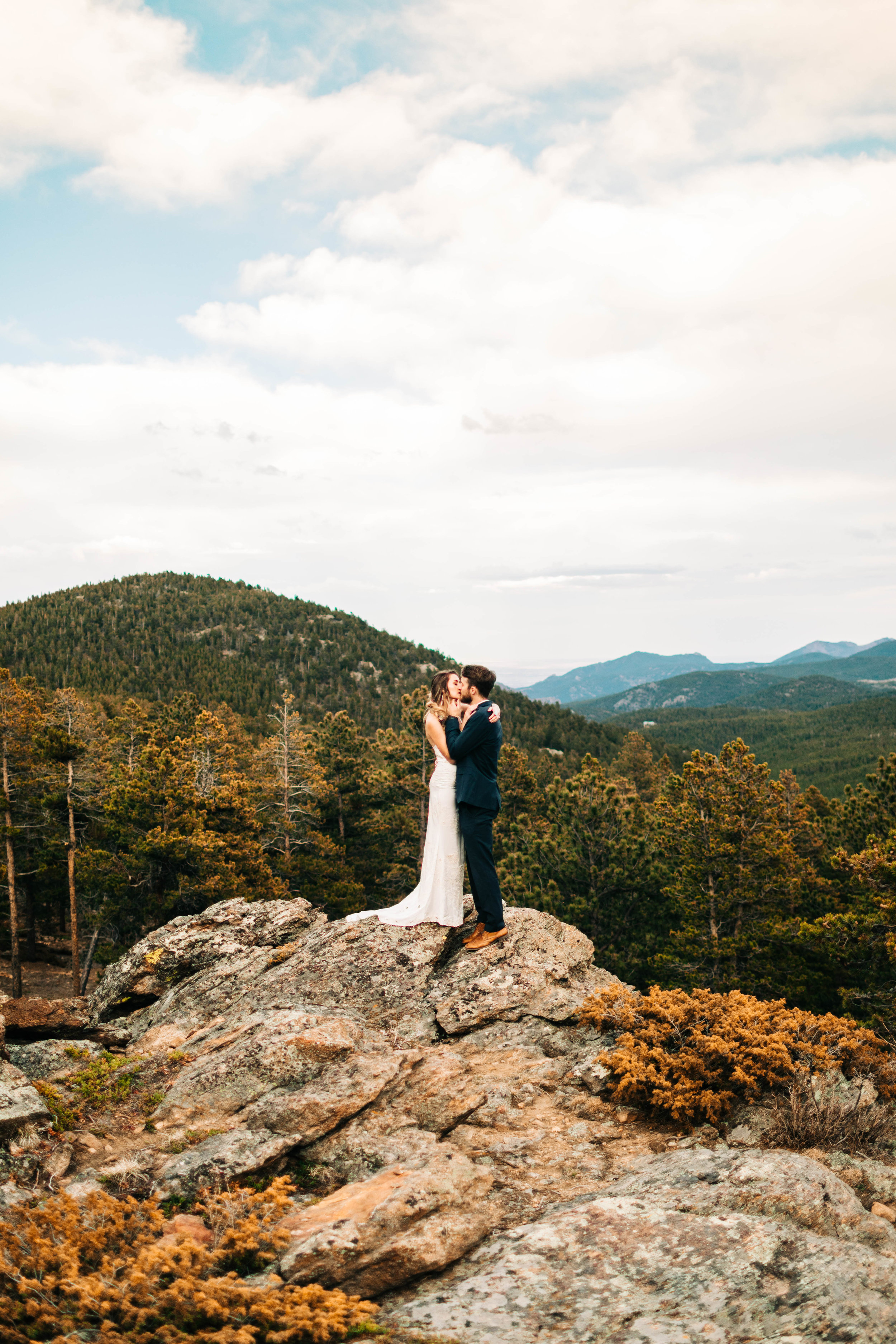 epic Colorado elopement photos on the edge of a mountain | Colorado elopement photographers