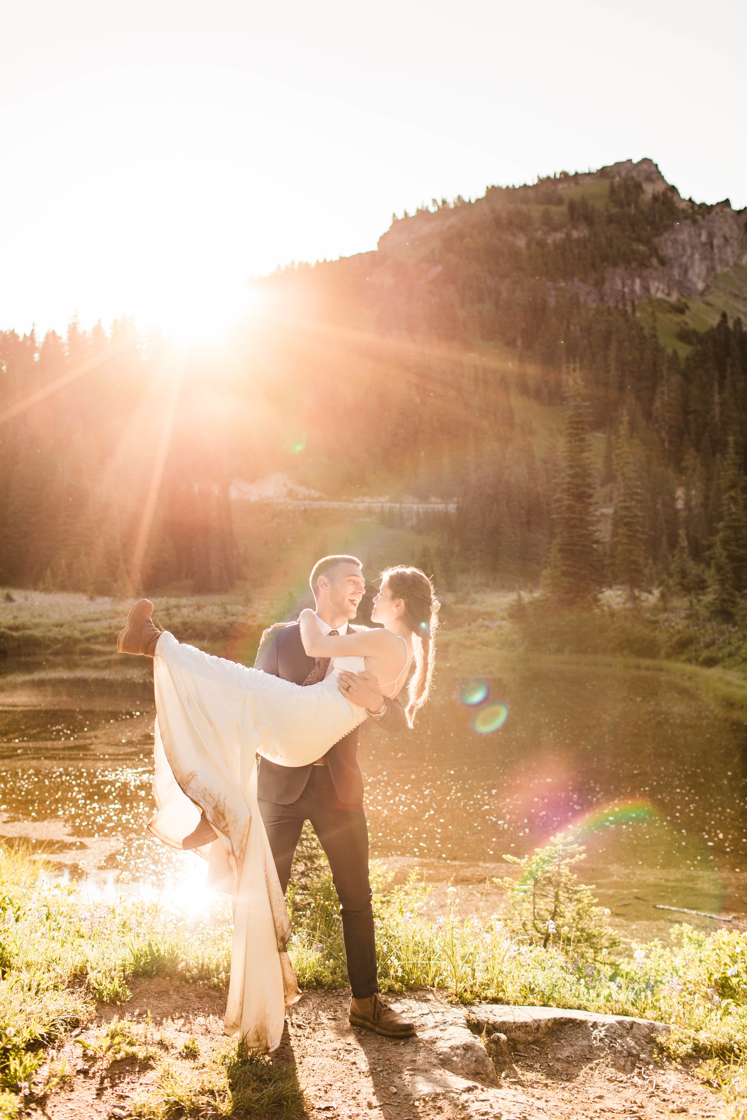 Mt Rainier National Park elopement photos in Washington state | Seattle wedding and elopement photographers