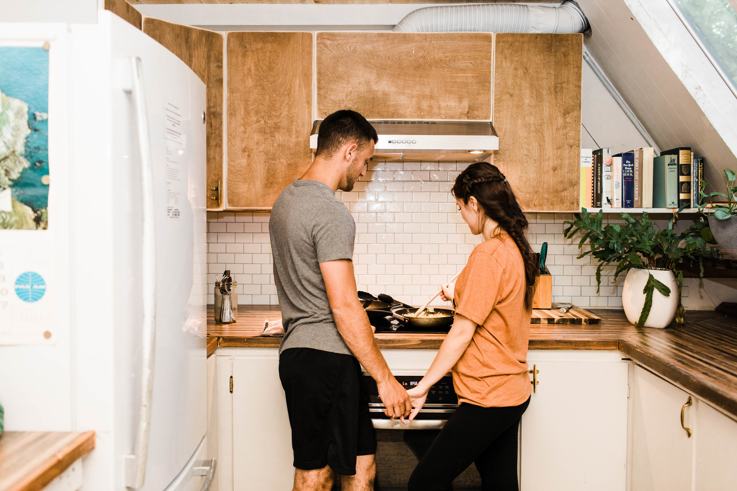 couple cooking brunch in an a-frame cabin after their Mt Rainier elopement | Washington state national park adventure wedding and elopement photographers